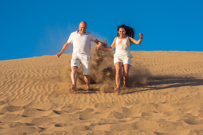 Fotógrafo en playa del Ingles en dunas de Maspalomas